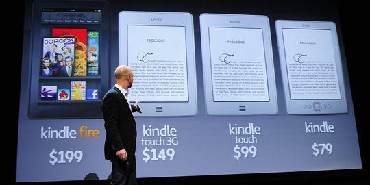 Jeff Bezos, PDG d'Amazon, présente la tablette Kindle Fire, le 28 septembre 2011 à New York. | AFP