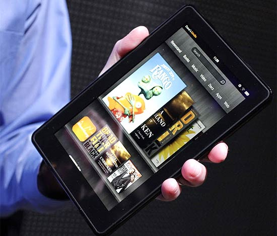 Kindle Fire, tablet da Amazon, exibido em evento em Nova York | Mark Lennihan - 28.set.2011/Associated Press