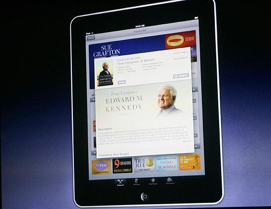 O iBooks, plataforma de e-books da Apple, foi anunciado no evento de lançamento do iPad, em janeiro de 2010 | Kimberly White - 27.jan.10/Reuters