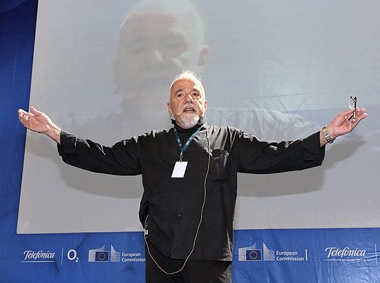 Paulo Coelho em palestra na Campus Party Berlim