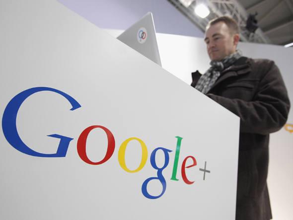 Usuário mexe em computador no stand do Google: o juiz federal Denny Chin rejeitou um polêmico acordo de US$ 125 milhões que o Google alcançou com editores