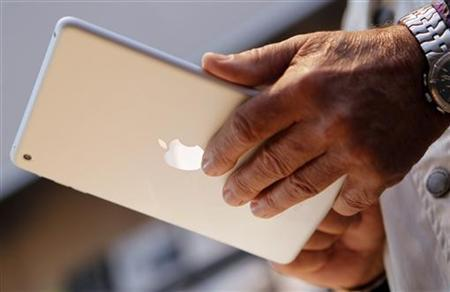 A customer looks over the iPad mini after the device went on sale at Apple's retail store in Palo Alto, California November 2, 2012. |  Credit: Reuters/Robert Galbraith