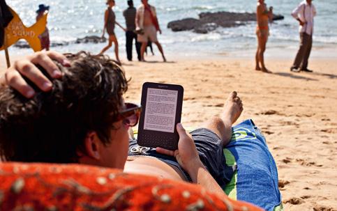 SEM SOMBRA | Com telas que imitam a relação entre tinta e papel, a tela de alguns e-readers não reflete a luz e permite a leitura sob o sol
