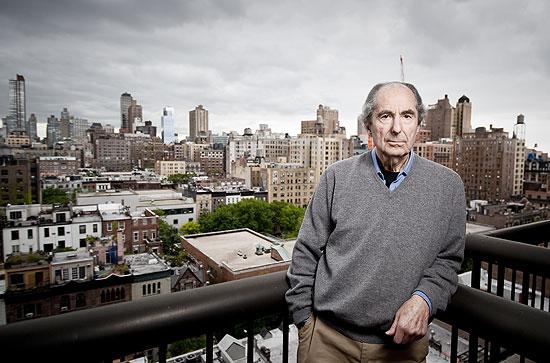 O escritor americano Philip Roth, em seu apartamento, no bairro de Upper West Side, em Manhattan | Gilberto Tadday/Folha Imagem