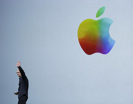 Executivo-chefe da apple, Tim Cook, em evento da empresa em março; juíza intima executivo para depor | Fonte da imagem: Paul Sakuma, by Associated Press