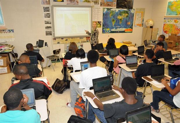 Sala de aula no distrito escolar de Huntsville: só o laptop na carteira (Foto: Divulgação/Huntsville City Schools)