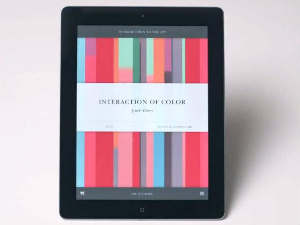 """Interaction of Color: no app, é possível selecionar entre duas categorias para iniciar a leitura - """"texto"""" ou """"paletas e comentários"""""""