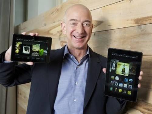 Jeff Bezos, dono da Amazon, mostrando risonho suas duas novidades AFP  Leia mais sobre esse assunto em http://oglobo.globo.com/tecnologia/amazon-lanca-tablets-com-suporte-ao-vivo-em-video-10134724#ixzz2fvdiHmmw  © 1996 - 2013. Todos direitos reservados a Infoglobo Comunicação e Participações S.A. Este material não pode ser publicado, transmitido por broadcast, reescrito ou redistribuído sem autorização.