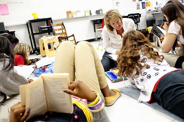 Segundo pesquisa, jovens que leem em papel absorvem mais informações | Photo: David Walter Banks/The New York Times