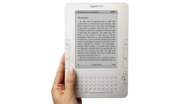 A Amazon promoveu mudanças na modelo lançado em 2009: diminui o tamanho do Kindle e inseriu um teclado mais compacto. O slot para cartões foi removido, e a ampresa introduziu um disco de 2 GB para o armazenamento de livros eletrônicos e músicas digitalizadas. Ele custava 359 dólares.