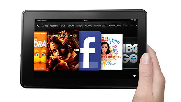Lançado em 2011, o Kindle Fire marcou a entrada da companhia no mercado dos tablets. Capaz de rodar jogos e filmes, o dispositivo passou a ser um ótimo canal para a distribuição do conteúdo digital da companhia. Sua tela de LCD de 7 polegadas era inferior à dos rivais, mas era no preço que ele se destacava: 199 dólares. Com ele, a Amazom passou a ser a terceira maior empresa no mercado de tablets, atrás de Apple e Samsung.