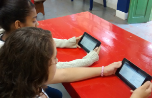 O acervo digital conta com 13 tablets, 10 mil eBooks e 1.000 títulos | Foto: Divulgação