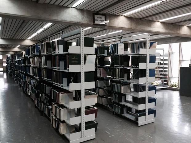 Em torno de 10 mil teses e dissertações impressas produzidas na UFPB vão passar pelo processo de digitalização a partir de novembro. Material será disponibilizado na internet. [Foto: Maurício Pereira da Costa ]