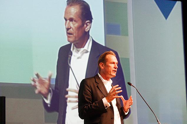 O executivo Mathias Döpfner, diretor presidente da Axel Springer, durante palestra no 9º Congresso Brasileiro de Jornais da ANJ [Associação Nacional de Jornais] | Foto: Joel Silva/Folhapress