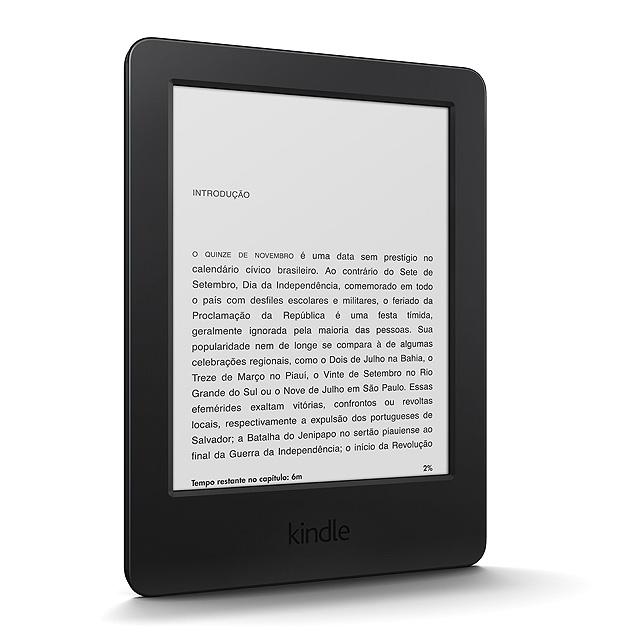O novo Kindle mais básico, que chegou ao Brasil em novembro de 2014 por R$ 299
