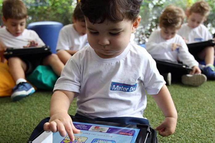 FONTE: FELIPE RAU - ALFABETIZAÇÃO COM TECNOLOGIA - Como as ferramentas tecnológicas, como tablets, smartphones e computador, podem antecipar a aprendizagem de crianças muito pequenas.