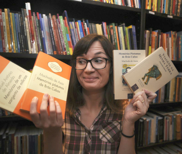 Tatiana Feltrin, 33, pretende fazer vídeos sobre cem obras da literatura brasileira | Foto: Fabio Teixeira| Folhapress
