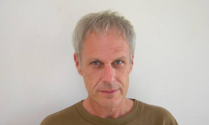 O escritor e performer americano Dennis Cooper | Photo: Divulgação