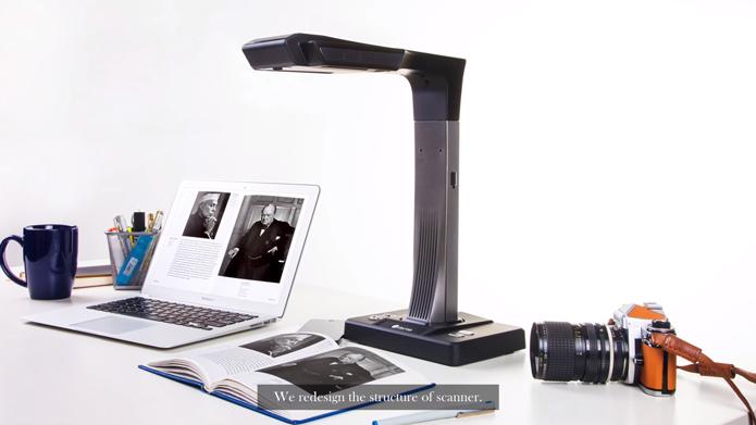 Czur funciona conectado à Internet e pode ser usado para digitalizar livros inteiros | Foto: Reprodução/YouTube